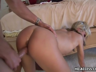 Check out this lovely looking chick Courtney Simpson, she sure is one of the...