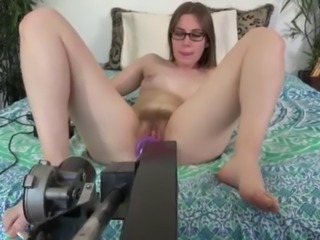 Amateur nerd with hairy pussy fucked by a dildo machine (FUCKING MACHINE)