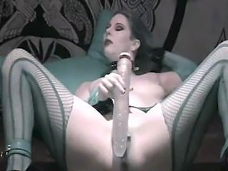 Goth Antonia SQUIRTS!