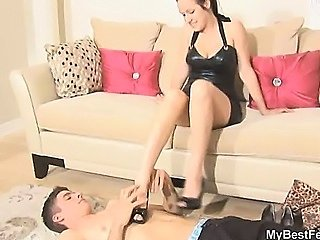 YOUNG MISTRESS TRAMPLING SESSION