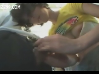 girl in train gives geek handjob