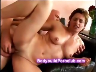 Shorthair female bodybuilder with toned body rides stiff cock then gets...