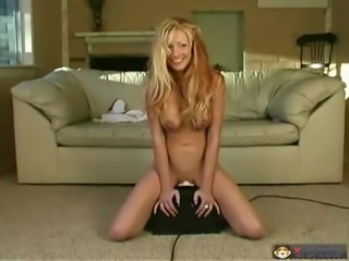 Nice Redtail cums hard on a Sybian