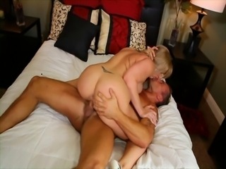 Hot Curvy Cougar Fucking and Cumming Hard