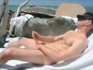 WANKING HOT BIG COCK AT THE BEACH