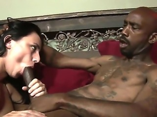 Interracial couple Biggz and Giggles love each other, especially in the bed