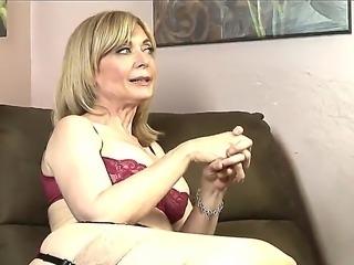 Mature pornstar Dia Lewa talks about