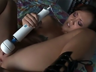 Brunette whore Chastity Lynn brings her favorite sex toys and start to...
