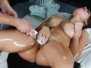 Hot babe Yurizan Beltran enjoys having her cunt masturbated while reciving...