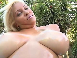 Horny and ready to ravage her cunt Jazmyn gets naughty in the garden