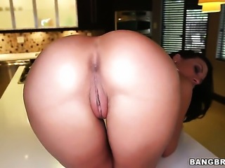 Rachel Starr with round ass just loves to fuck and cant say No to her hot...