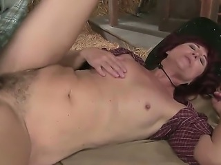 Sexy mature babe enjoys giving guy blowjob and moans as her hairy cunt is...