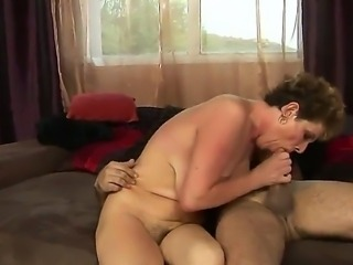 Enjoy hardcore scene with sahmeless mature woman Babuska riding hard cock