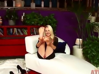 Amateur blonde babe Ashley Stone with pretty face and long legs takes off...