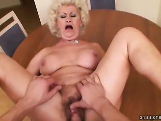 Effie with huge jugs enjoys dick sucking too much to stop in oral action