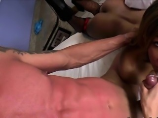 Shemales Gaby and Bianca in orgy anal