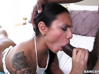 Brunette latin Natalia Mendez with big bottom is the one who needs cum on...