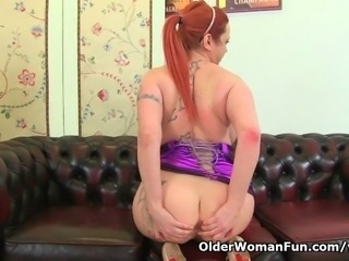 UK milf Summer Angel Lee works her nyloned pussy