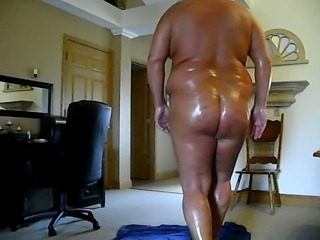 Gold Booty Skank Cukin Her Pussy part 1