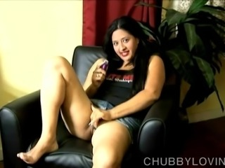 Super cute chubby brunette loves to fuck her wet pussy
