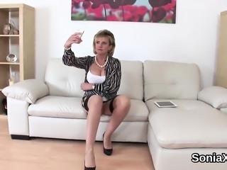 Cheating british mature lady sonia showcases her big boobs
