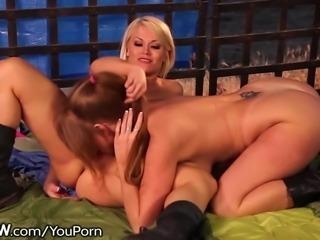 Lesbian Cougar Tribbing with Ash Hollywood