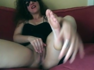 Jerk off to my feet, then I cum.