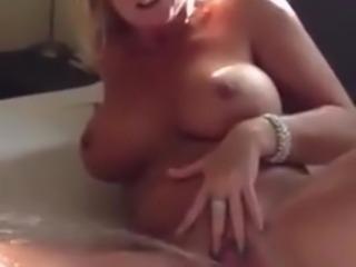 Dutch milf squirts