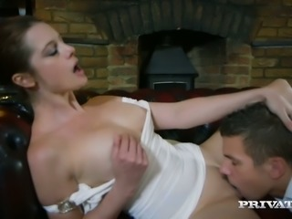 Brunette seductress Karina Currie gets her shaved yoni poked