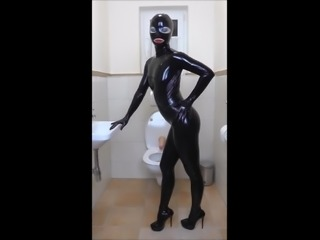 Latex dominatrix peeing on dildo