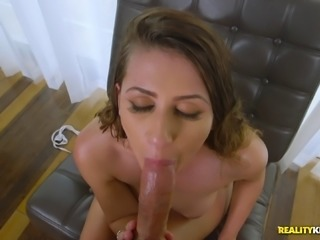 Horny fellow wants to play with stunning Ivy Rose's dripping cunt