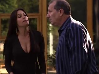 Sofia Vergara - Cleavage