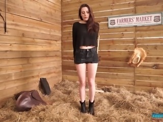 Samantha Bentley looks like a fine country girl and she loves being nude