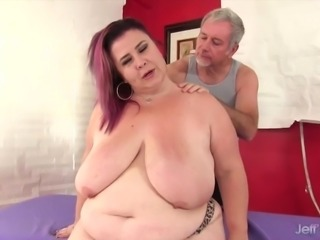 Giant tittied fat ass Lady Lynn gets a sex massage