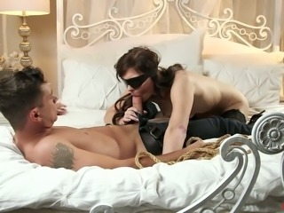 Awesome blindfolded sexpot Haven Rae gets cunnilingus and sucks dick