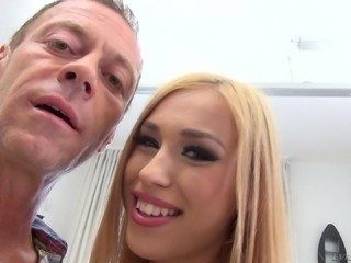 Alana Moon wants to feel a stallion's erecte boner in her cunt