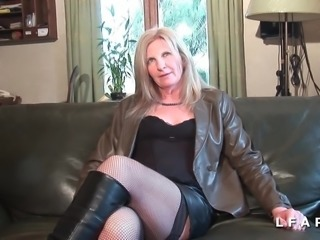 Casting mature cougar se chope un jeunot a la grosse queue