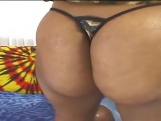Cali Sunshine is a voluptious black chic, who giving her boyfriends huge kong...