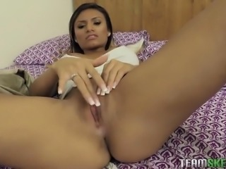 natalia mendez rubs her clit to make his cock big and hard