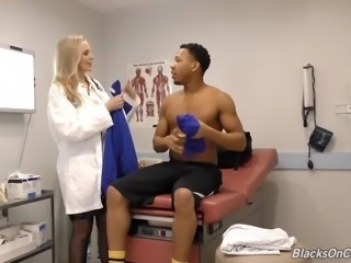 Black soccer player gets lured and pleased by sexy doctor Julia Ann