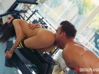 Great gym fuck with insatiable brunette vixen Tia Cyrus