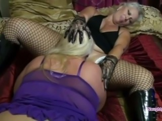 Pussy eating blonde PAWG
