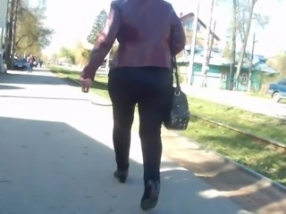 Juicy big butt mature milfs in tight jeans