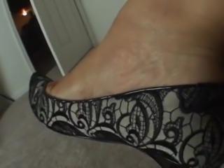 La'Cream Toe Wiggling in pumps