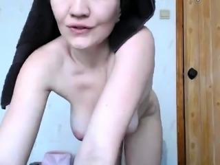 amateur xjessigirlx flashing boobs on live webcam