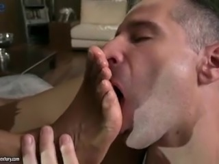 Curly chocolate GF Luna Corazon gives footjob and gets analfucked a bit too
