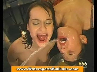 Pissing golden shower  free